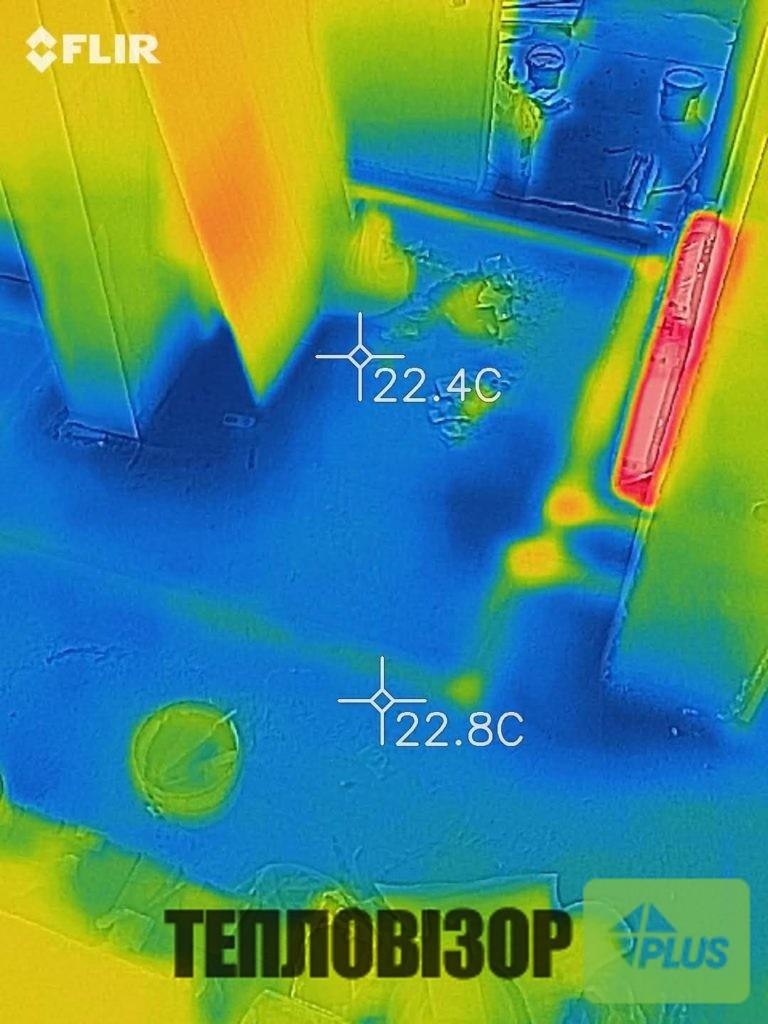 Труби в підлозі, вид тепловізором